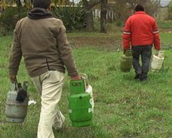 Cilindros de gas encontrados en Yungay