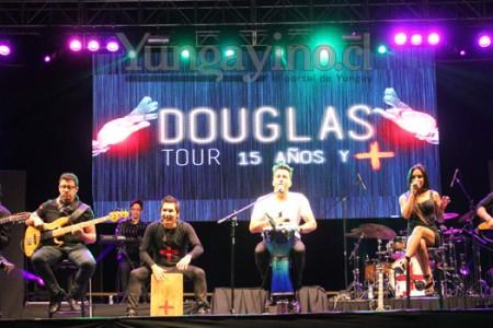 Pachanga y romanticismo entregaron Sexual Democracia y Douglas en la Semana Yungayina