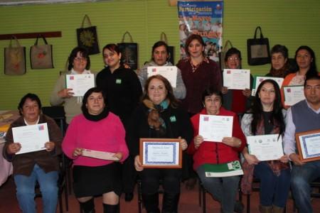 Forestal Mininco Entrega Certificados de Exitosa Capacitación a Mujeres de Junta de Vecinos Los Mayos en Yungay